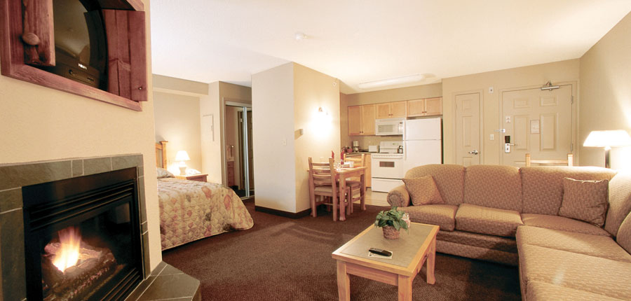 canada_kimberley_trickle_creek_lodge_lounge_living.jpg